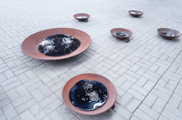 Crude Oil, 2017 (Metal bowl, glass sculpture – Installation view)